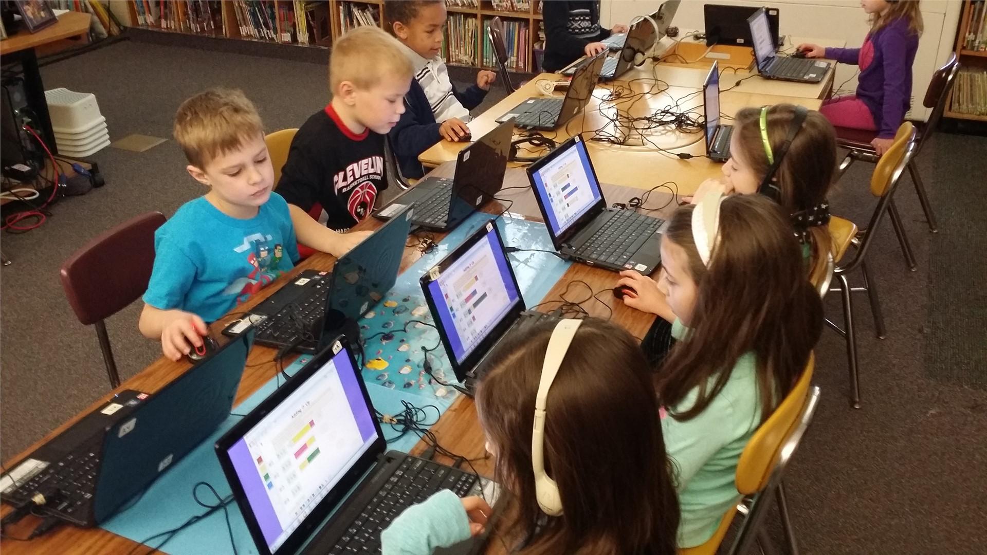 Kindergarten Using Kidspiration Software to practice Math Addition
