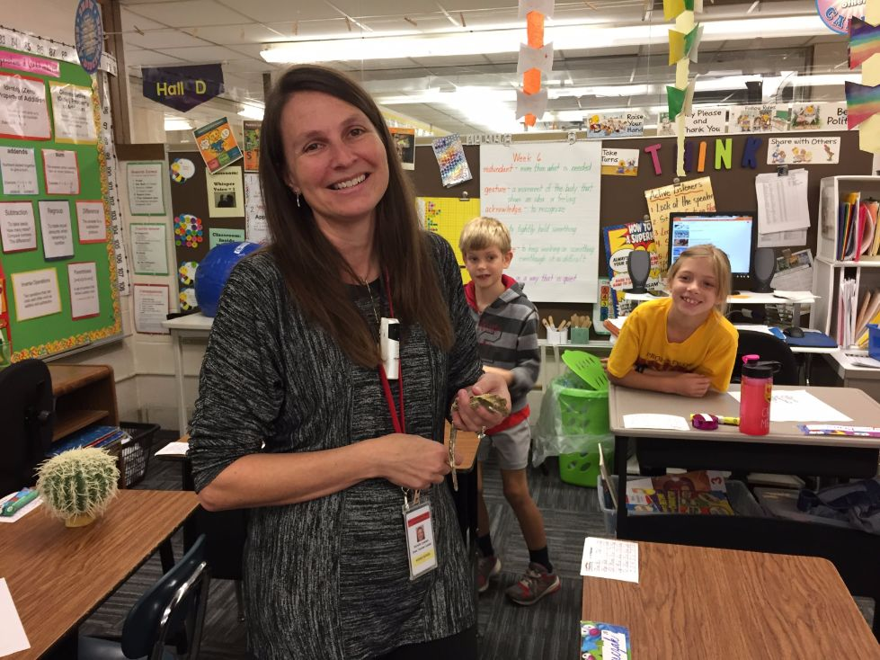 Mrs. Leizman shares her Gecko with 3rd graders