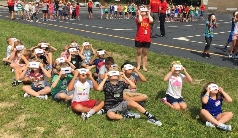 Miss Knodel's class views eclipse