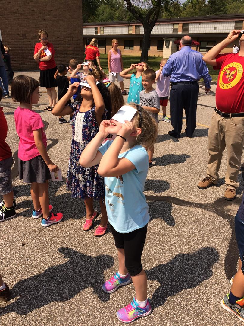 Students Viewing Solar Eclipse 2