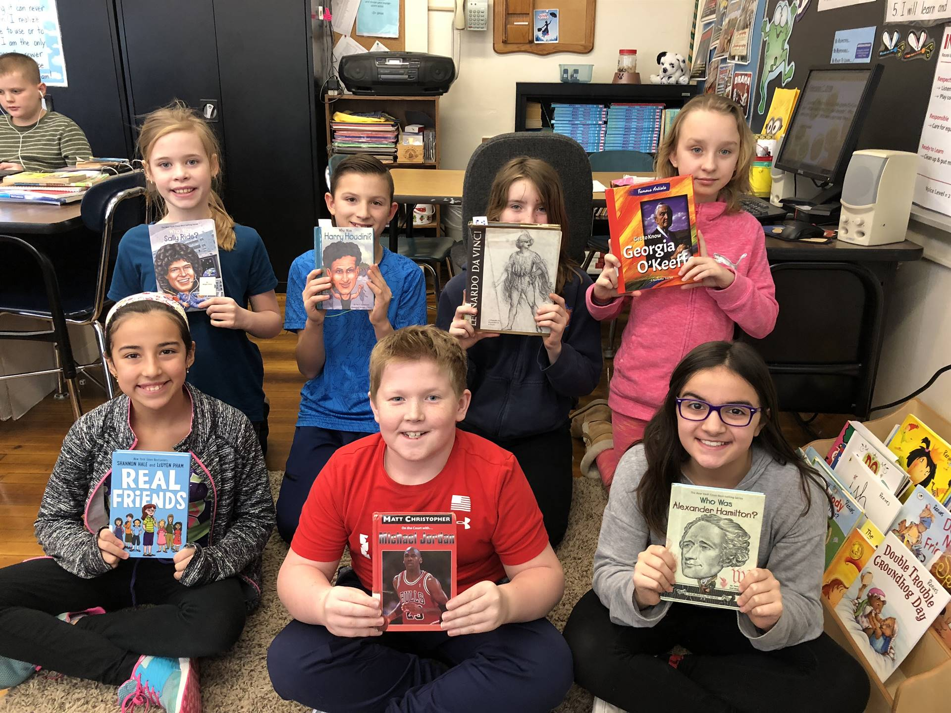 5th grade students with books