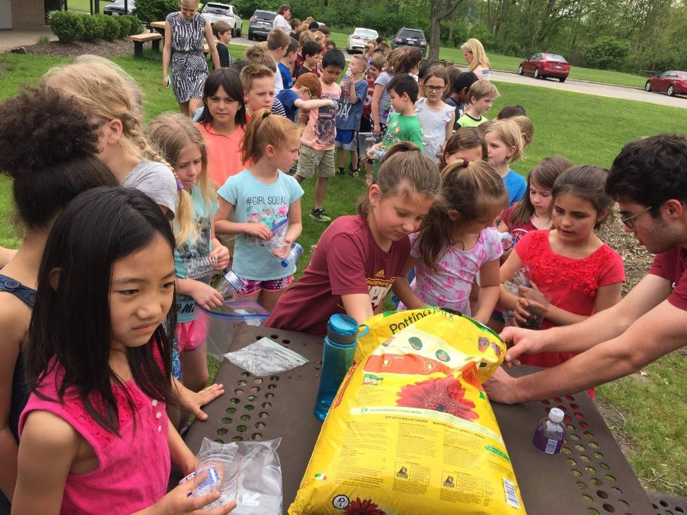 Planting with 2nd graders 5