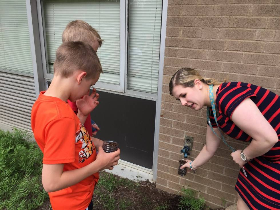 Planting with 2nd graders 8