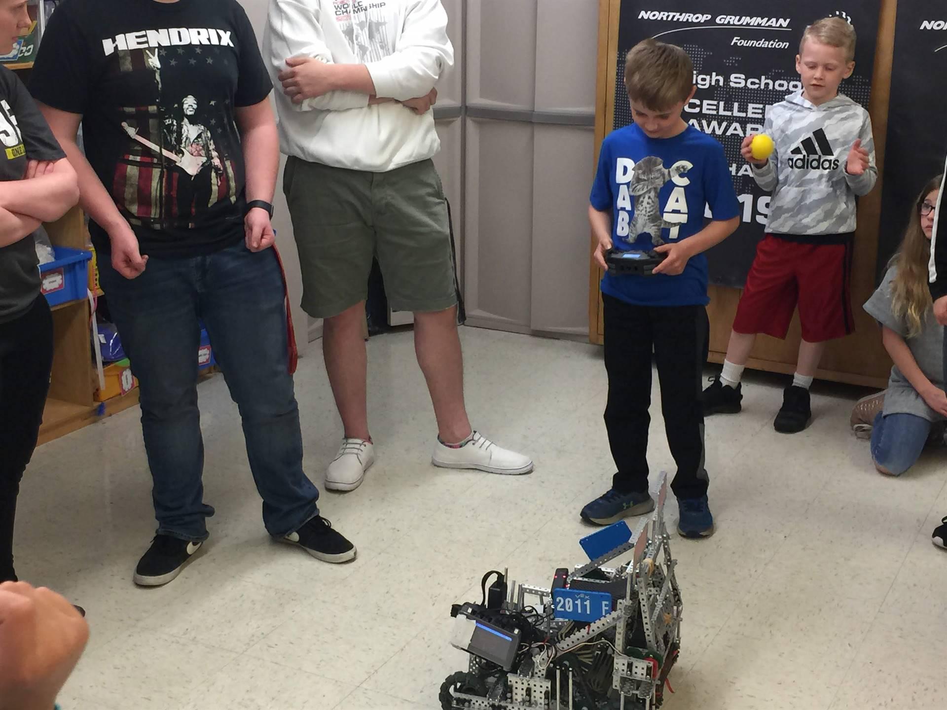 High School Robotics Team Visits third-grade Makers' Club