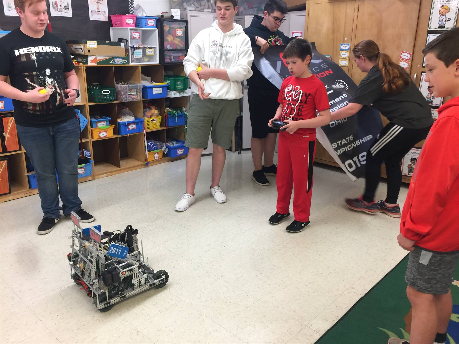 High School Robotics Team Visits third-grade Makers' Club